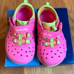 Toddler water shoes size 4
